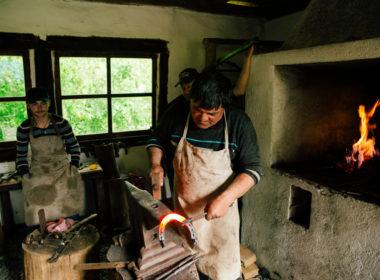 VIDEO | Bate fieru' cât e cald- în Muzeul Astra